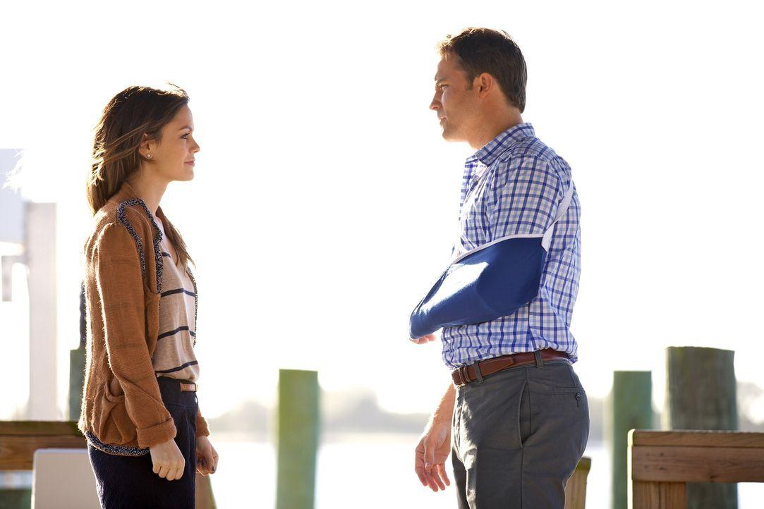 Die Bekanntschaft zwischen Zoe Hart (Rachel Bilson, l.) und George Tucker (Scott Porter, r.) bringt Einiges ins Rollen ... - Bildquelle: Warner Bros.