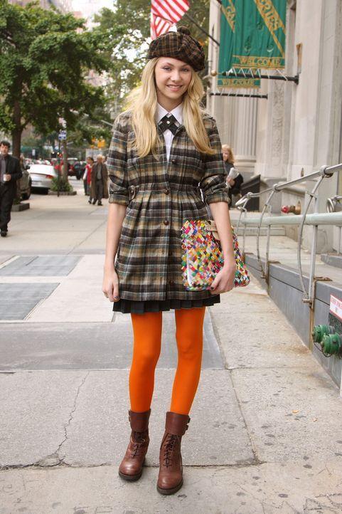 Jenny (Taylor Momsen) will unbedingt auf den Ball gehen, doch die Kunstausstellung ihrer Mutter macht ihr einen Strich durch die Rechnung ... - Bildquelle: Warner Brothers