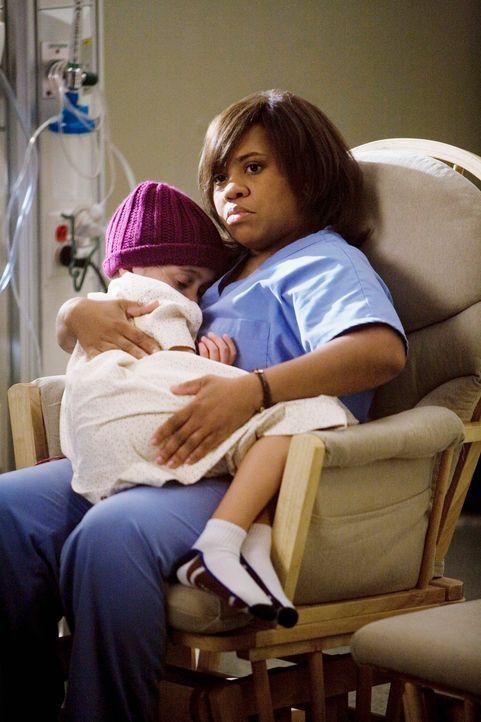 Bailey (Chandra Wilson, r.) hat ihren freien Tag und verbringt ihn im Krankenhaus, um sich um die kleine Jessica (Mary-Charles Jones, l.) zu kümmer... - Bildquelle: Touchstone Television