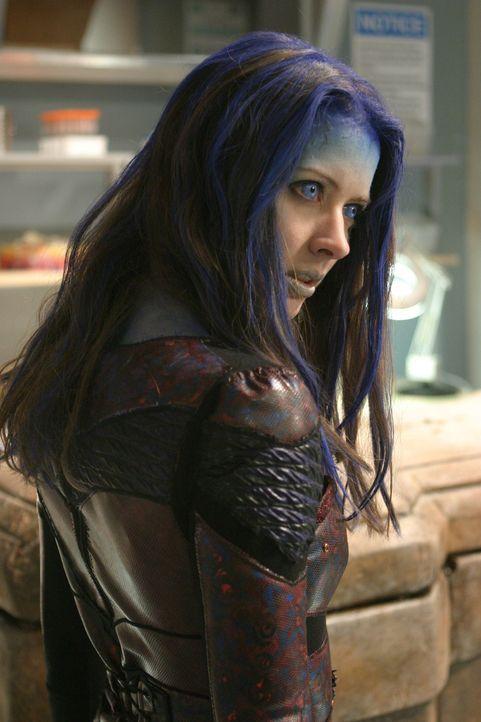 In Freds Körper erwacht der Dämon Illyria (Amy Acker) ... - Bildquelle: The WB Television Network