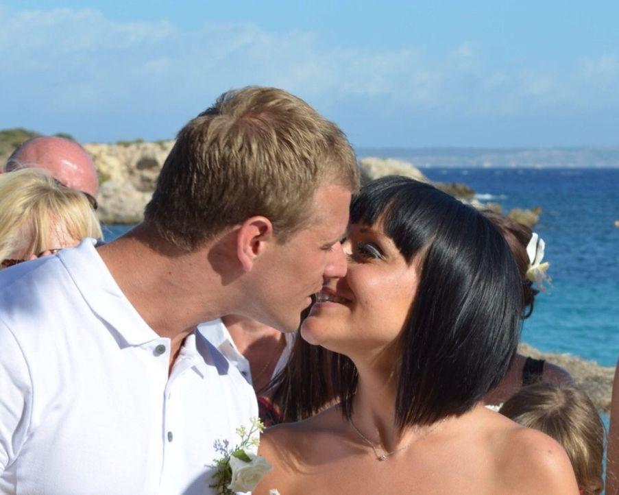 Die Hochzeit ist für Noel und Jemma der Anfang einer wunderbaren Ehe, da darf natürlich nichts schief gehen ... - Bildquelle: Renegade Pictures Ltd