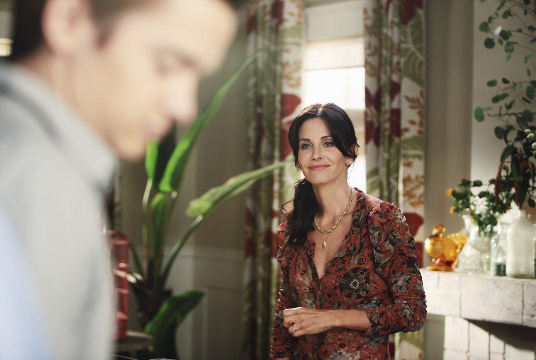 Jetzt ist es soweit - Jules' (Courteney Cox, r.) Sohn Travis (Dan Byrd, l.) wird zum Mann ... - Bildquelle: 2009 ABC INC.