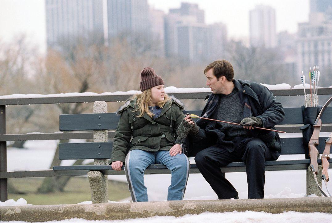 So erfolgreich Wetterfrosch Dave Spritz (Nicolas Cage, r.) in seinem Beruf ist, so wenig ist es sein Privatleben. Auch sein Verhältnis zu seiner To... - Bildquelle: 2004 by PARAMOUNT PICTURES. All Rights Reserved.