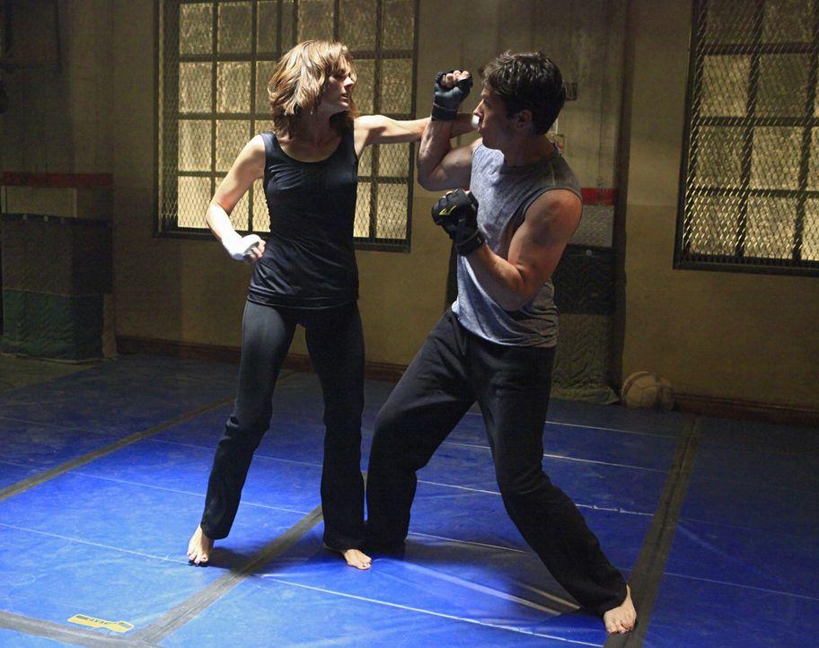 Kate Beckett (Stana Katic, l.) liefert sich heißen Kampf mit ihrem Kollegen Det. Tom Demming (Michael Trucco, r.) ... - Bildquelle: ABC Studios