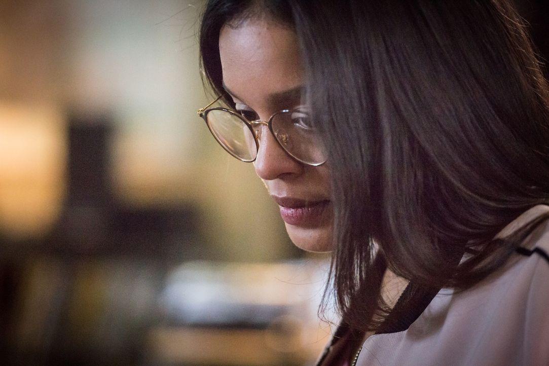 Olivia (Nilusi Nissanka) - Bildquelle: Eloïse Legay 2018 BEAUBOURG AUDIOVISUEL / TF1 / Eloïse Legay
