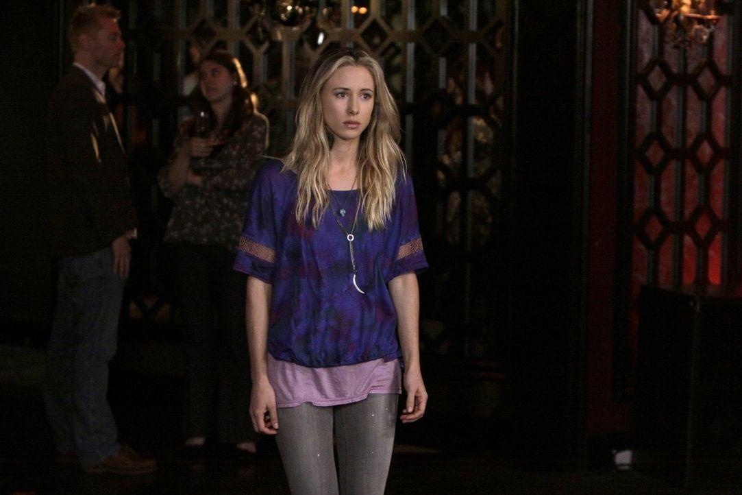Wird Dixon mit Ivy (Sara Foster) nach Australien gehen? - Bildquelle: TM &   CBS Studios Inc. All Rights Reserved