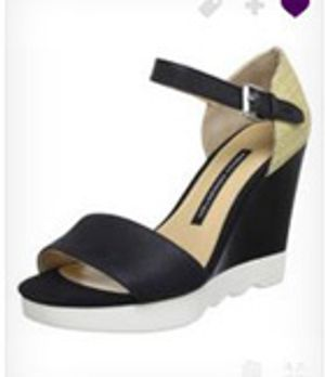 Perfekt abgestimmt zum rest vom Outfit sind auch Zoes Schuhe! Mit dem süßen K...