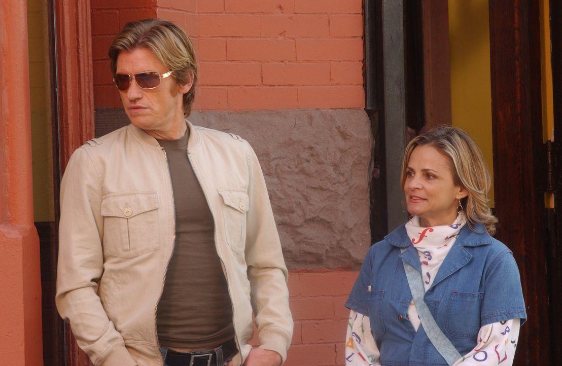 Tommy (Denis Leary, l.) lässt sich auf ein Date mit Beth (Amy Sedaris, r.), der neurotischen Tochter von Chief Sid, ein ... - Bildquelle: 2007 Sony Pictures Television Inc. All Rights Reserved