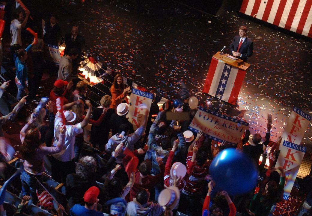 Der Wahlkampf geht in die nächste Runde. Doch Clarks Vater Jonathan wird wegen seiner Kandidatur von einem verrückten Fan von Lex bedroht ... - Bildquelle: Warner Bros.