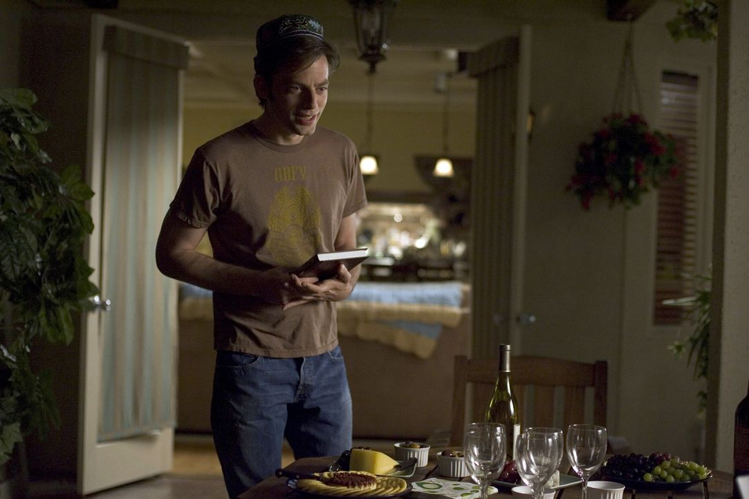 Überlegt, wie er dem Militär entkommen kann: Andy (Justin Kirk) ... - Bildquelle: Lions Gate Television