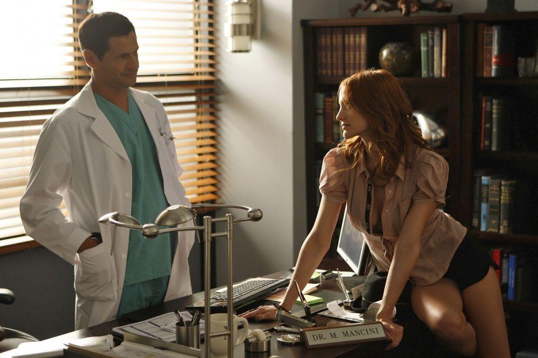 Michael (Thomas Calabro, l.) hat Sydney betrogen - jetzt will Violet (Ashlee Simpson, r.) sie rächen... - Bildquelle: 2009 The CW Network, LLC. All rights reserved.