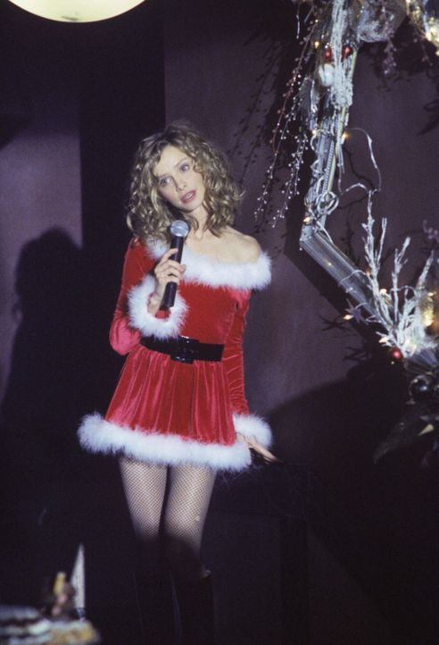 Lässt sich Ally (Calista Flockhart) wirklich dazu überreden, auf der Weihnachtsfeier der Kanzlei zu singen? - Bildquelle: 1999 Twentieth Century Fox Film Corporation. All rights reserved.