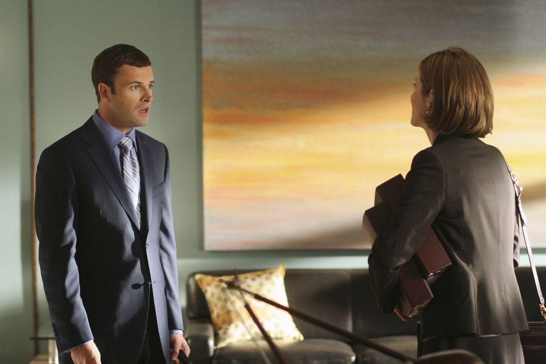 Maggie Dekker (Julie Gonzalo, r.) bittet Eli (Jonny Lee Miller, l.), einen neuen Fall zu übernehmen. Da er jedoch seit zwei Wochen keine Visionen me... - Bildquelle: Disney - ABC International Television