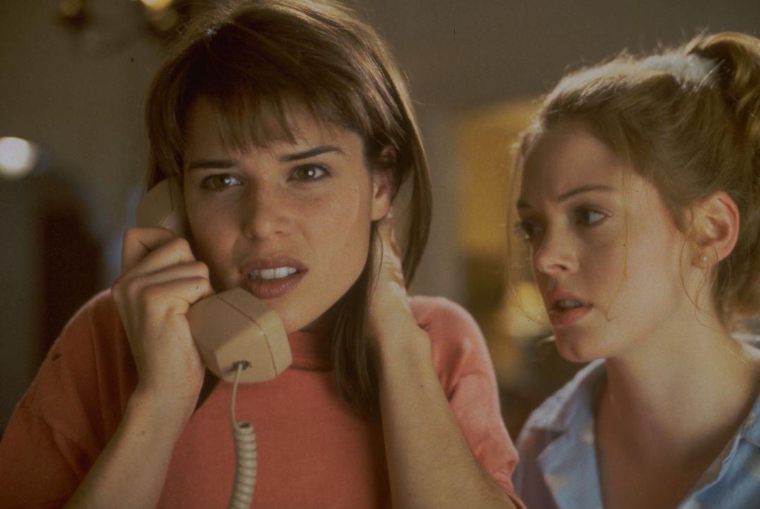 Sidney (Neve Campbell, l.); Tatum (Rose McGowan, r.) - Bildquelle: 1996 Miramax, LLC. All Rights Reserved.