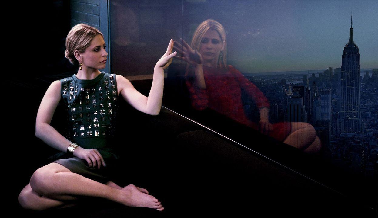 Bridget Kelly (Sarah Michelle Gellar) flüchtet zu ihrem Zwilling Siobhan nachdem sie Augenzeugin eines Mafia-Mordes wurde. Bei einem gemeinsamen Bo... - Bildquelle: 2011 THE CW NETWORK, LLC. ALL RIGHTS RESERVED