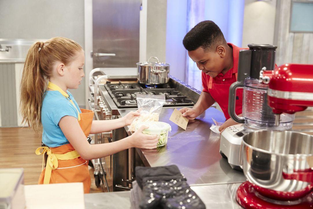 Treffen Peggy (l.) und Alex (r.) die richtigen Entscheidungen, wenn es heißt: Nachtisch aus der Lunchbox? - Bildquelle: Greg Gayne 2015, Television Food Network, G.P. All Rights Reserved