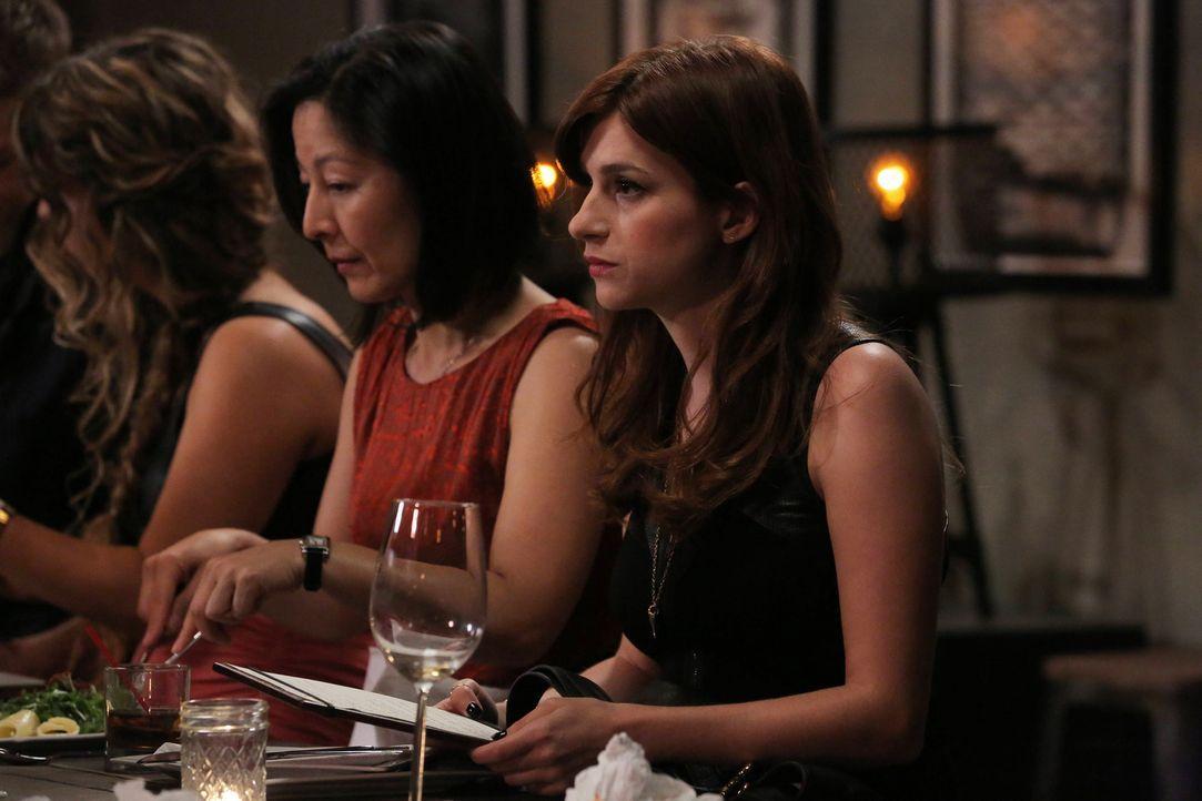 Als Gretchen (Aya Cash, r.) und Jimmy in einem angesehenen Restaurant essen wollen, stehen plötzlich Becca und ihr Ehemann an ihrem Tisch ... - Bildquelle: TM &   2014 Fox and its related entities.  All rights reserved.