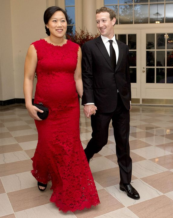 Mark-Zuckerberg-und-Priscilla-Chan-150925-AFP - Bildquelle: AFP PHOTO/MOLLY RILEY