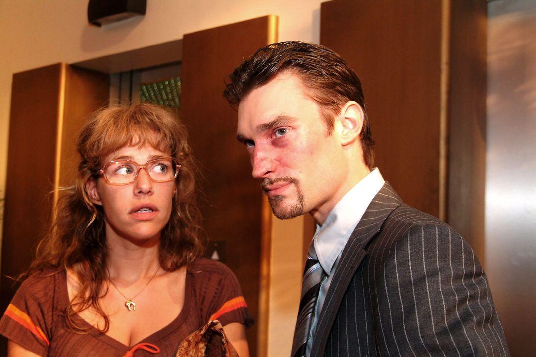 Lisa (Alexandra Neldel, l.) hat den Mut, Richard (Karim Köster, r.) zu widersprechen. (Dieses Foto von Alexandra Neldel darf nur in Zusammenhang mi... - Bildquelle: Sat.1