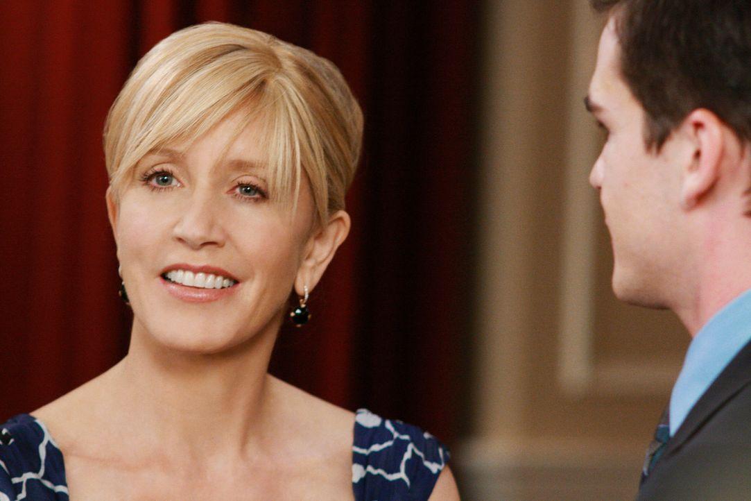 Gute Miene zum bösen Spiel: Lynette (Felicity Huffman, l.) kann nicht fassen, dass Stu (Charlie Babcock, r.), ihr ehemaliger Assistent, die Werbekam... - Bildquelle: ABC Studios