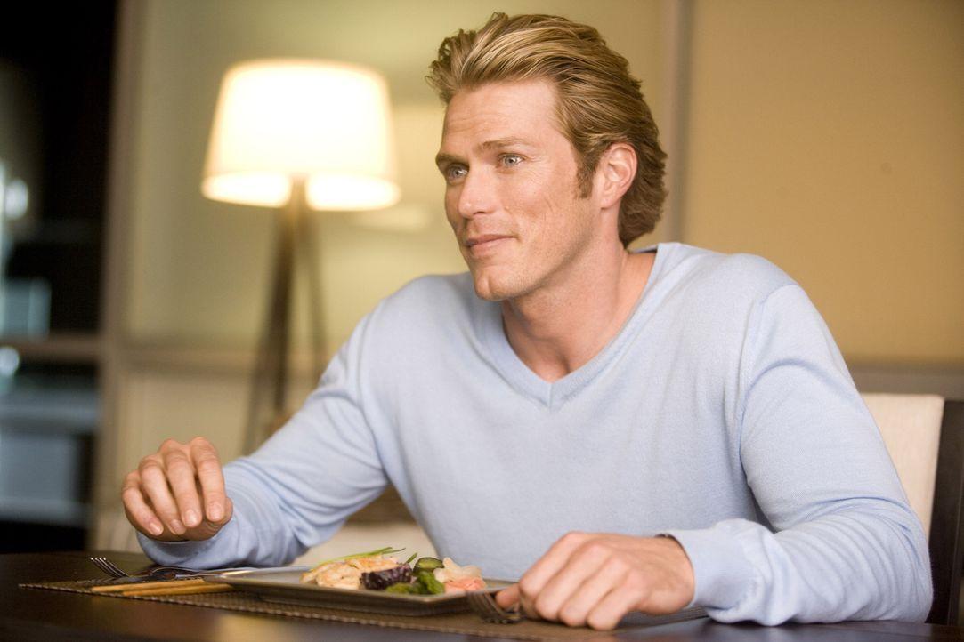 Die große Hollywoodkarriere lässt Smith (Jason Lewis) nur noch wenig Zeit für romantische Stunden mit Samantha, die sich ohne ihre Freundinnen und J... - Bildquelle: Warner Brothers