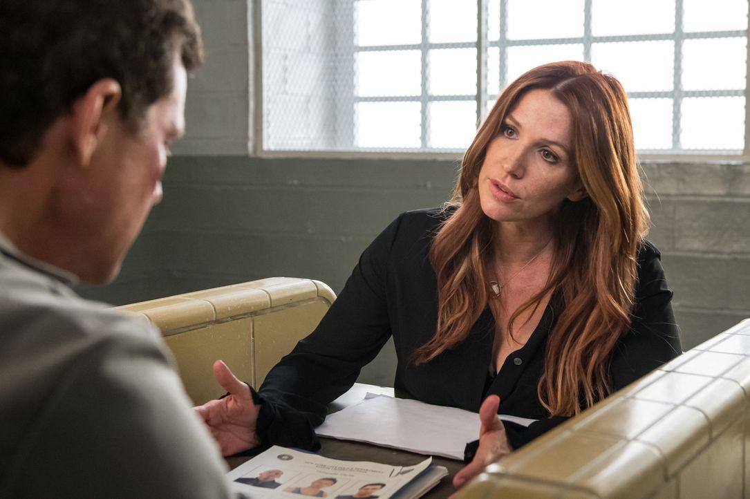 Wird Carrie (Poppy Montgomery) es schaffen, Als Unschuld zu beweisen? - Bildquelle: 2014 Broadcasting Inc. All Rights Reserved.
