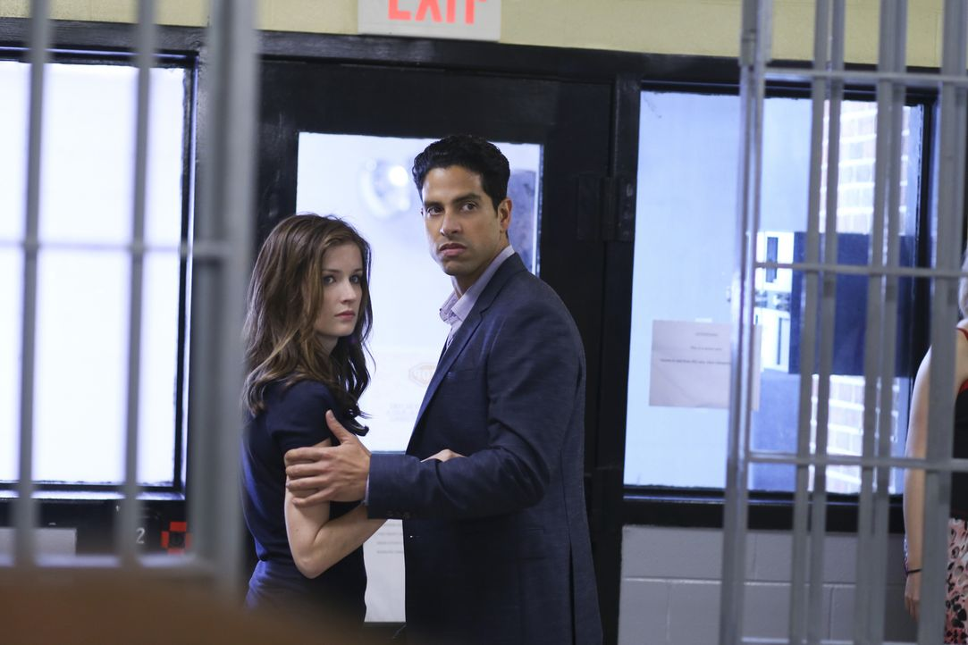 Bei ihrer Arbeit trifft die toughe Prozessanwältin Jamie (Anna Wood, l.) auch auf ihren Ex-Freund Detective Preston (Adam Rodriguez, r.). Kann er ih... - Bildquelle: 2013 CBS BROADCASTING INC. ALL RIGHTS RESERVED.