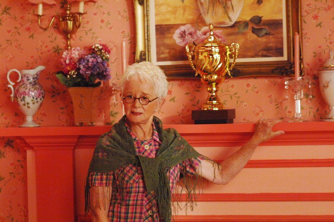 Verliert ihren Sohn unter mysteriösen Umständen: Mamma Jacobs (Barbara Barrie) ... - Bildquelle: Warner Brothers