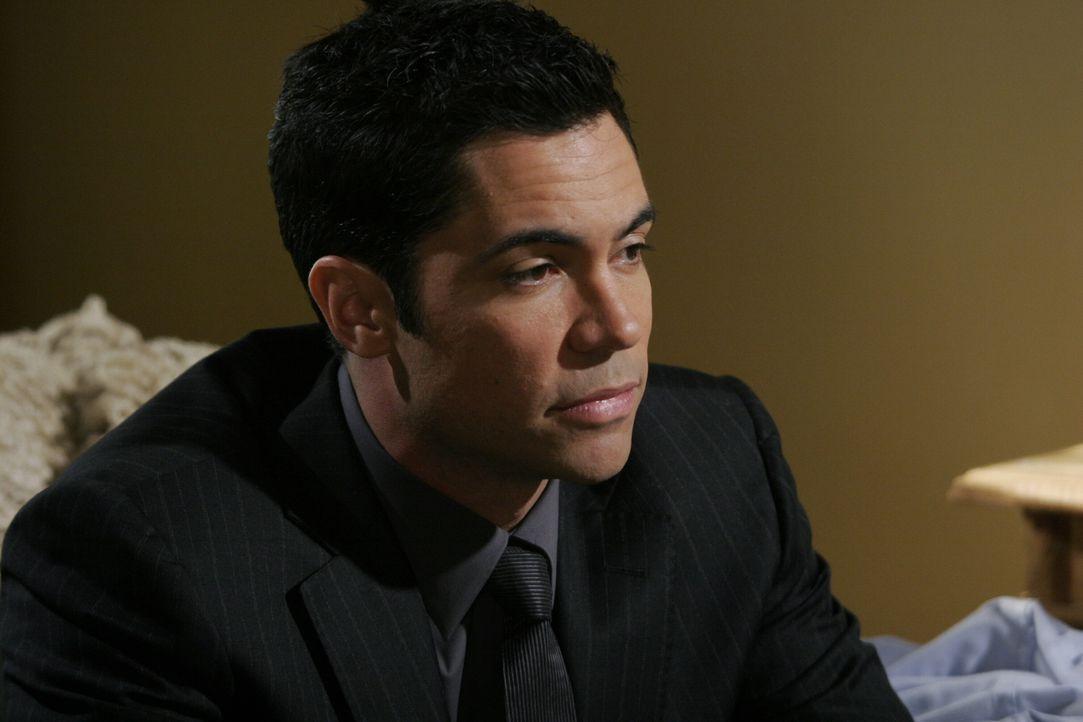 Versucht zu seinem entfremdeten Bruder wieder etwas durchzudringen: Scott (Danny Pino) ... - Bildquelle: Warner Bros. Television