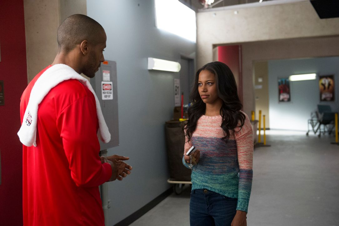 Derek (McKinley Freeman, l.) nutzt jede Möglichkeit, um Ahsha (Taylour Paige, r.) von seinen Vorzügen zu überzeugen ... - Bildquelle: Ron Jaffe 2013 Starz Entertainment LLC, All rights reserved