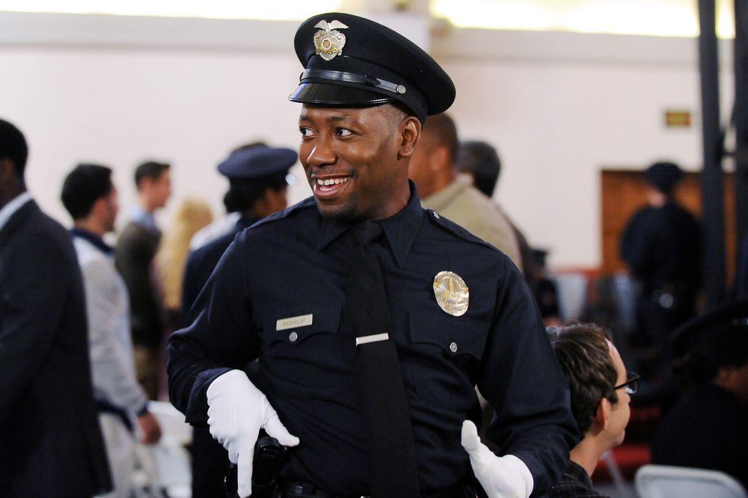 Noch feiert Winston (Lamorne Morris) seinen Abschluss an der Polizeischule ... - Bildquelle: 2015 Twentieth Century Fox Film Corporation. All rights reserved.