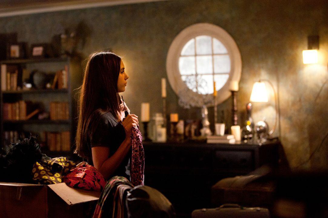 Damon und Stefan haben Elena (Nina Dobrev) ihr Haus überschrieben, damit sie ein sicheres Versteck hat. - Bildquelle: Warner Bros. Television