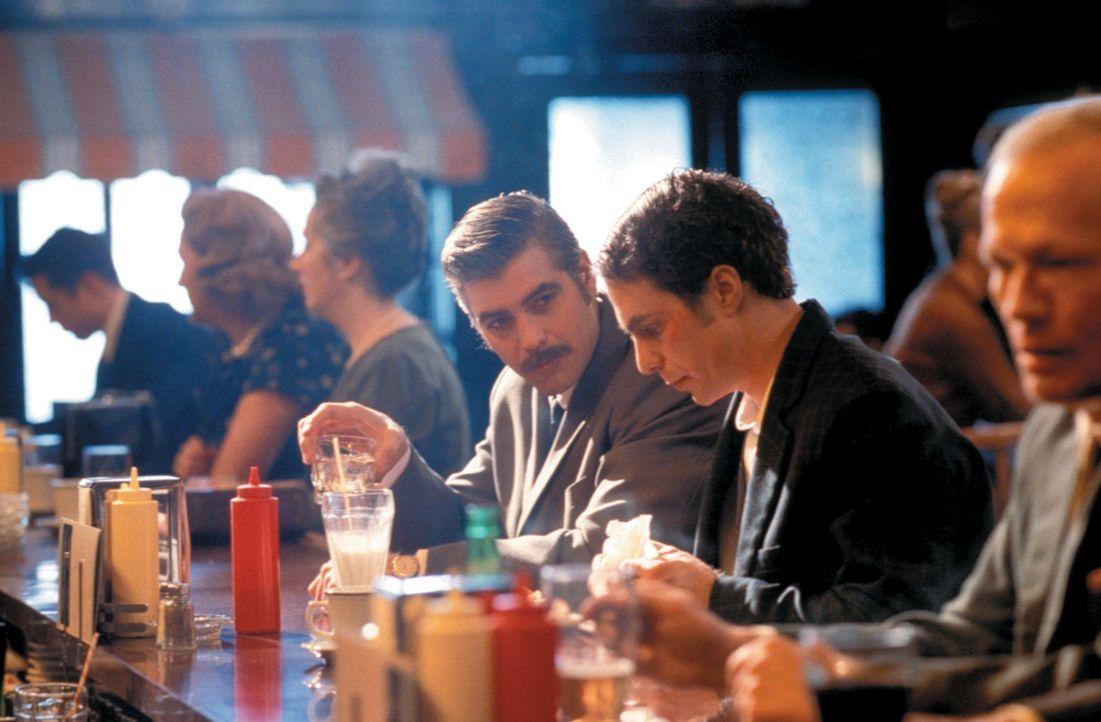 Als ihm CIA Agent Jim Byrd (George Clooney) gesteht, dass er genau in das Profil des amerikanischen Geheimdienstes passt, dass er der geborene Kille... - Bildquelle: Takashi Seida Miramax Films