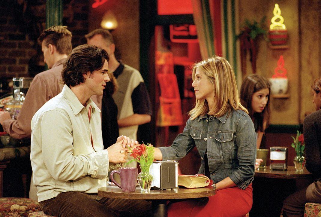 Rachel (Jennifer Aniston, r.) schweigt sich darüber aus, wer der Vater ihres Kindes ist. Zunächst konzentriert sich der Verdacht auf Tag (Eddie Ca... - Bildquelle: TM+  WARNER BROS.