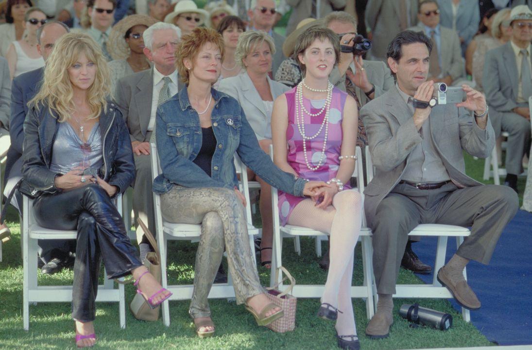 Groupies Forever: Durch Suzette (Goldie Hawn, l.) wird das Leben ihrer Freundin Lavinia (Susan Sarandon, 2.v.l.) und deren Familie Hannah, Ginger (E... - Bildquelle: 2002 Twentieth Century Fox Film Corporation. All rights reserved.