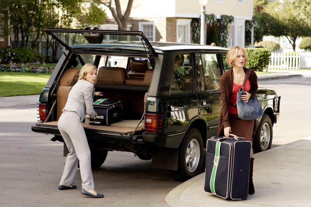 Lynette will ihre Mutter loswerden, doch Stella hat kein Geld für eine Wohnung und ihre beiden Schwestern Lucy (Carrie Preston, l.) und Lydia (Sarah... - Bildquelle: ABC Studios