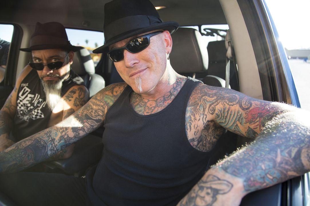 """Dirk (r.) und Ruckus (l.) haben es mit einer reuevollen Enkelin zu tun, die ihr """"Suck it Grandma""""-Tattoo wieder loswerden will ... - Bildquelle: Zach Dilgard 2013 A+E Networks, LLC"""