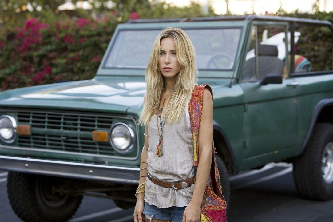 Noch ist Ivy (Gillian Zinser) nur Liams Kumpel... - Bildquelle: TM &   CBS Studios Inc. All Rights Reserved
