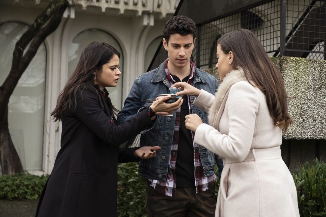 (v.l.n.r.) Mel Vera (Melonie Diaz); Zack (Adam DiMarco); Maggie Vera (Sarah Jeffery) - Bildquelle: Katie Yu 2019 The CW Network, LLC. All Rights reserved. / Katie Yu