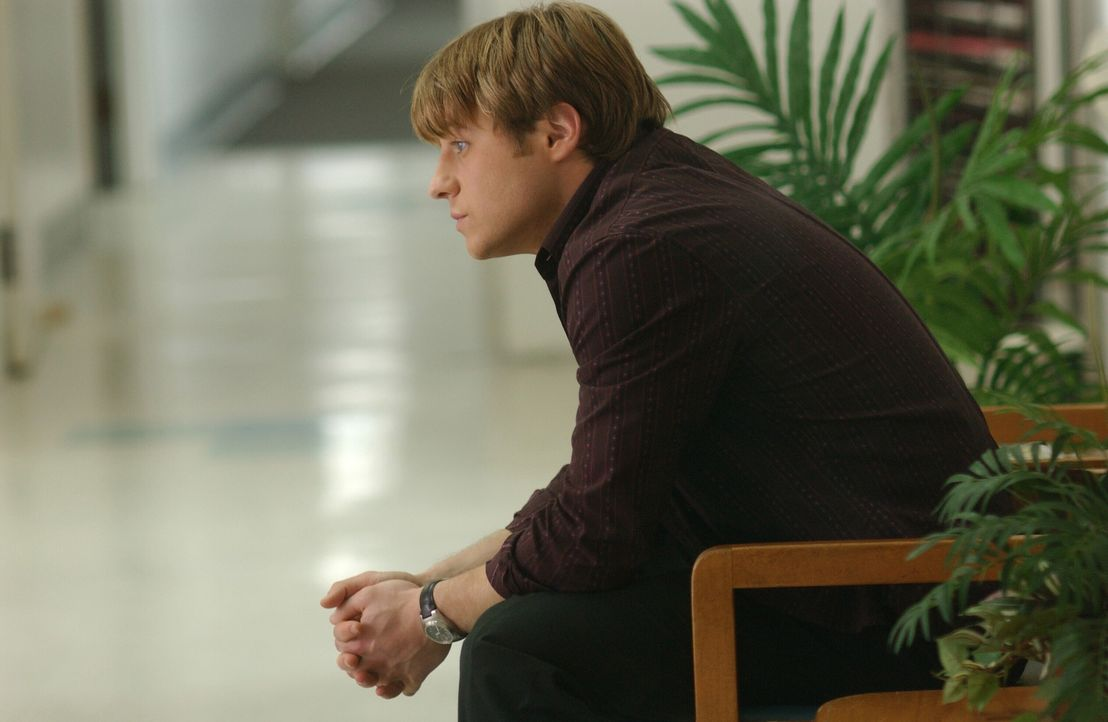Ryan (Benjamin McKenzie) fühlt sich schuldig, denn Caleb hat bei einem Streit mit ihm einen Herzinfarkt erlitten ... - Bildquelle: Warner Bros. Television