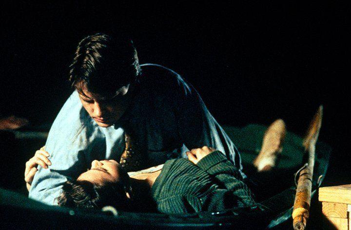 Ben (Michael J. Fox, oben) versucht, die hübsche Lou (Julie Warner, unten) für sich zu gewinnen ... - Bildquelle: Warner Bros.