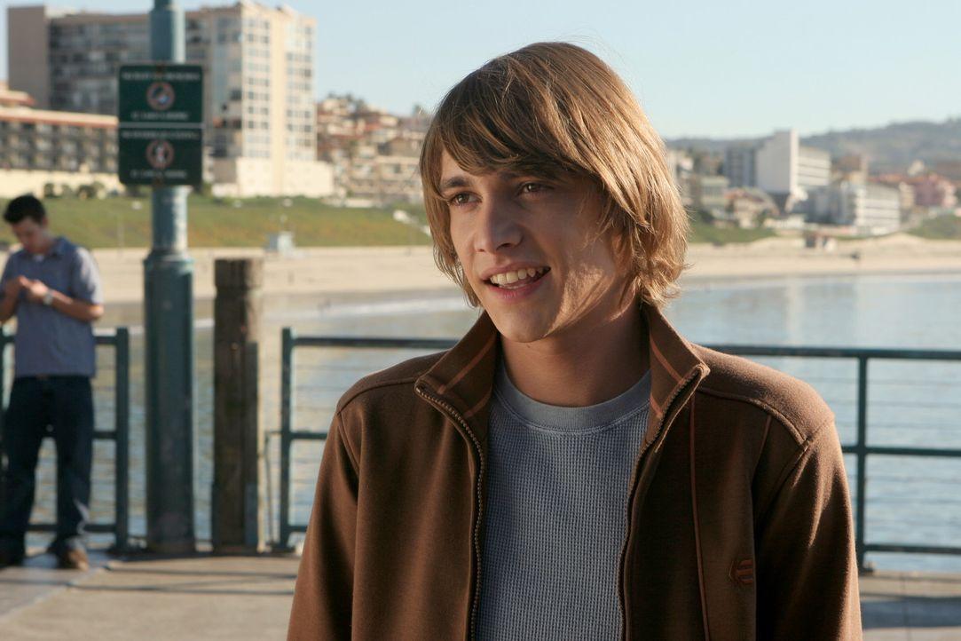 Ist in Marissa verliebt: Johnny (Ryan Donowho) ... - Bildquelle: Warner Bros. Television