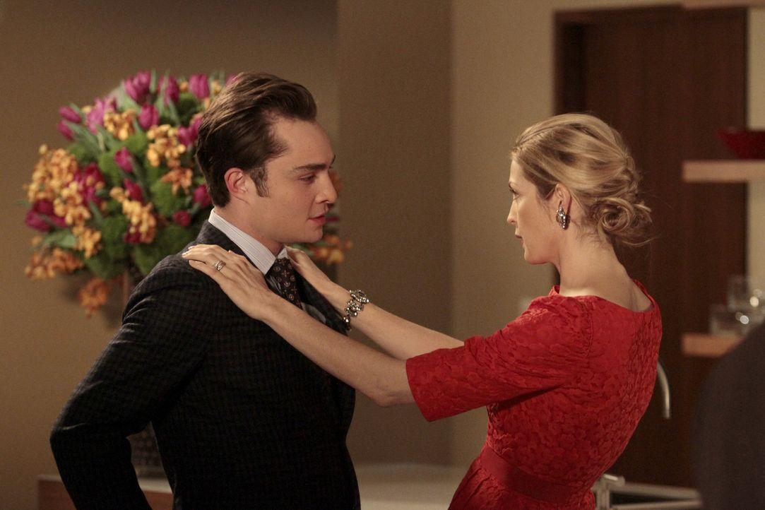 Zwischen ihnen herrscht eisige Stimmung: Chuck (Ed Westwick, l.) und Lily (Kelly Rutherford, r.) ... - Bildquelle: Warner Bros. Television