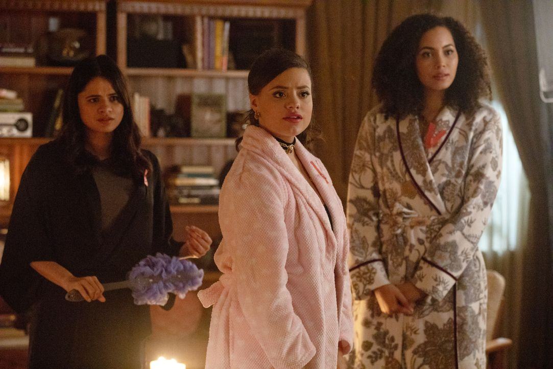 (v.l.n.r.) Mel Vera (Melonie Diaz); Maggie Vera (Sarah Jeffery); Macy Vaughn (Madeleine Mantock) - Bildquelle: Jack Rowand 2018 The CW Network, LLC. All Rights Reserved.