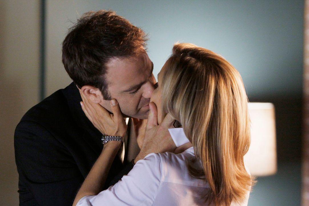 Trotz einiger Probleme fühlen sich Cooper (Paul Adelstein, l.) und Charlotte (KaDee Strickland, r.) zueinander hingezogen ... - Bildquelle: ABC Studios