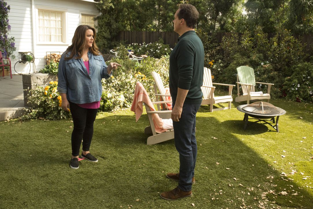 Katie (Katy Mixon, l.); Greg (Diedrich Bader, r.) - Bildquelle: Michael Ansell 2018 American Broadcasting Companies, Inc. All rights reserved. / Michael Ansell