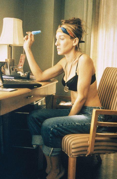 Carrie (Sarah Jessica Parker) stellt sich die Frage, ob Steve erfahren muss, wie es um Miranda steht, denn sie selbst war vor 13 Jahren ebenfalls sc... - Bildquelle: Paramount Pictures