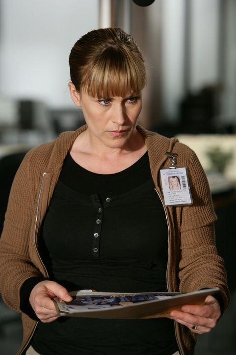 Ein brutaler Mörder hat zwei Mädchen vergewaltigt und getötet. Allison Dubois (Patricia Arquette) setzt alles daran, den Täter zu finden … - Bildquelle: Paramount Network Television