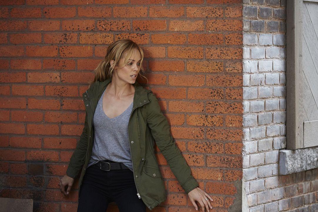 Noch während Elena (Laura Vandervoort) die Nachricht über ihre wahre Herkunft verarbeitet, machen die Spanier Jagd auf sie ... - Bildquelle: 2016 She-Wolf Season 3 Productions Inc.