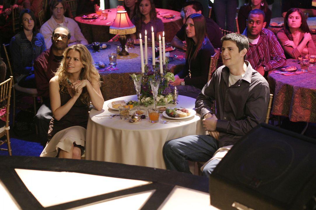 Haley (Bethany Joy Galeotti, l.) und Nathan (James Lafferty, r.) sind von Brookes Idee völlig beeindruckt ,,. - Bildquelle: Warner Bros. Pictures
